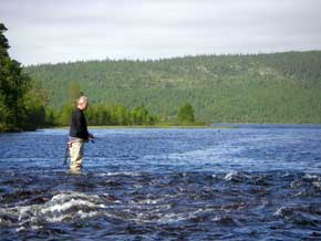 Northwest Russia fly-fishing trout angling fishing holidays programs tours trip angler anglers casting trolling fish flies fisher fischen fischerreisen fischerferien angelreisen angelreise Angelurlaub angelen Fliegenfischen forel pêche peche poissons pêcheur